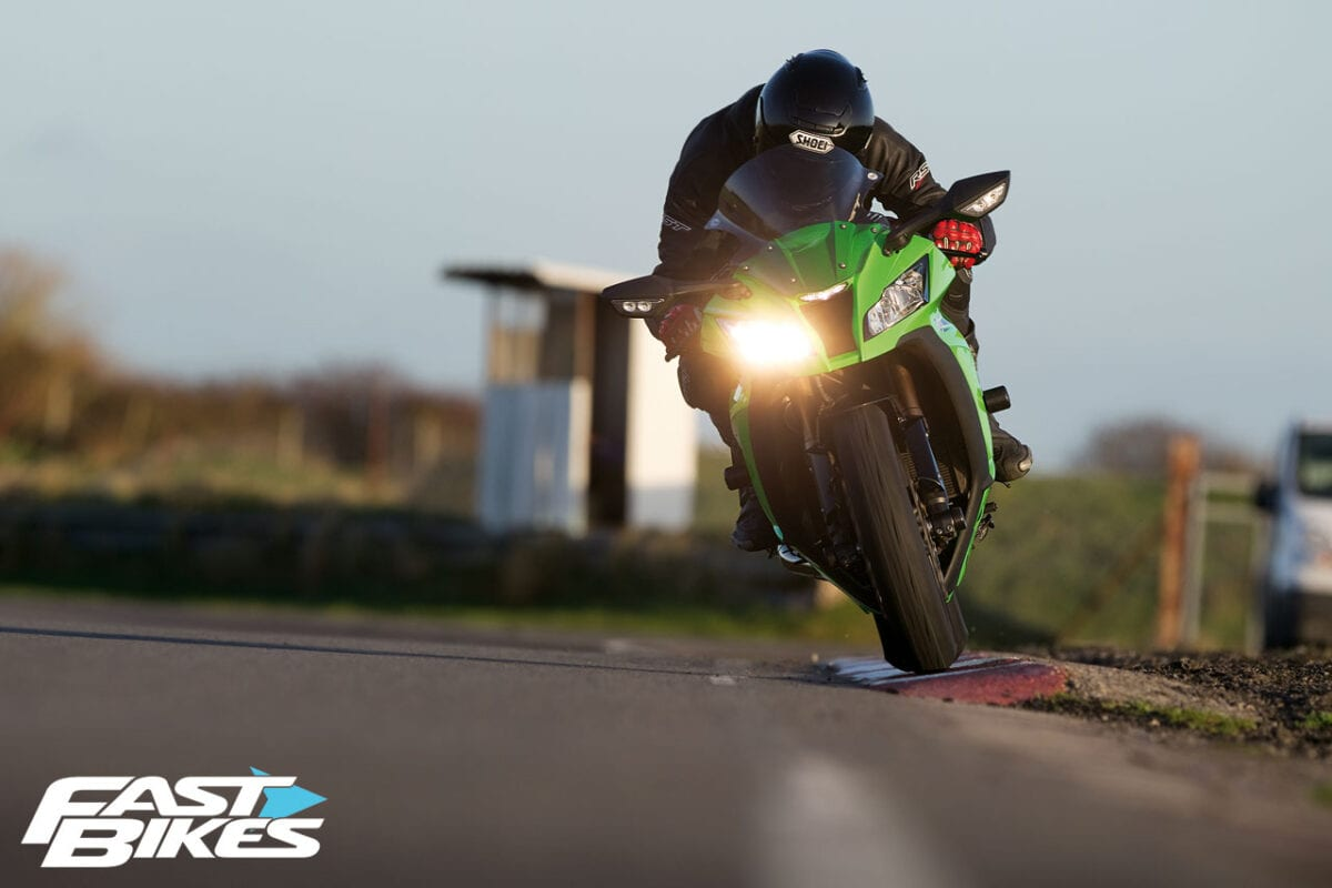 Kawasaki ZX 10R Wallpaper